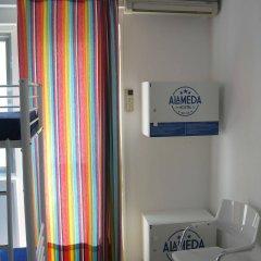 Alameda Hostel сейф в номере
