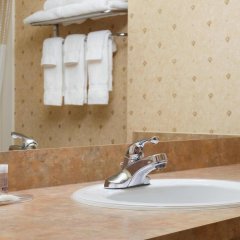 Отель Days Inn & Suites by Wyndham Brooks ванная
