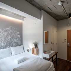 Liveitup Chitlom Hostel Бангкок комната для гостей