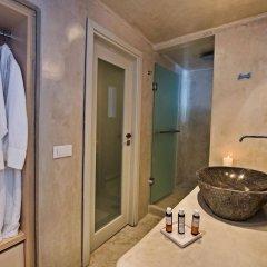 Отель Porto Fira Suites Греция, Остров Санторини - отзывы, цены и фото номеров - забронировать отель Porto Fira Suites онлайн ванная фото 2