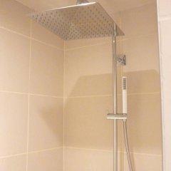 Отель Saint Cyr Etoile Париж ванная