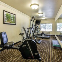 Отель Quality Inn and Suites Summit County фитнесс-зал