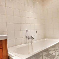 Отель Bourse 5 Бельгия, Брюссель - отзывы, цены и фото номеров - забронировать отель Bourse 5 онлайн ванная фото 2