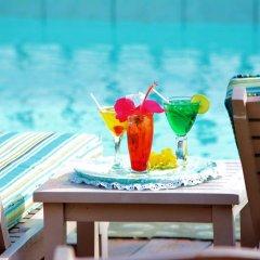 Отель Beachcombers Hotel Сент-Винсент и Гренадины, Остров Бекия - отзывы, цены и фото номеров - забронировать отель Beachcombers Hotel онлайн бассейн