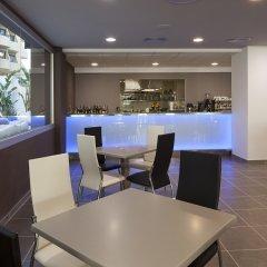 Апартаменты AxelBeach Ibiza Suites Apartments Spa and Beach Club - Adults Only гостиничный бар