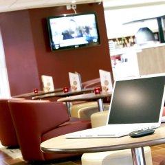 Отель Campanile Paris Est - Porte de Bagnolet Франция, Баньоле - 9 отзывов об отеле, цены и фото номеров - забронировать отель Campanile Paris Est - Porte de Bagnolet онлайн гостиничный бар