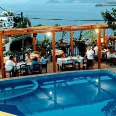 Отель Sofia Mythos Beach Aparthotel Греция, Милопотамос - 1 отзыв об отеле, цены и фото номеров - забронировать отель Sofia Mythos Beach Aparthotel онлайн бассейн фото 3