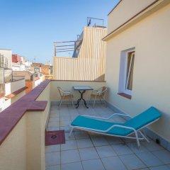 Отель Хостел Loft Apartments Испания, Льорет-де-Мар - отзывы, цены и фото номеров - забронировать отель Хостел Loft Apartments онлайн балкон