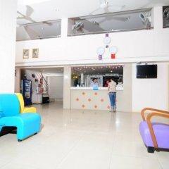 Bed by Tha-Pra Hotel and Apartment интерьер отеля фото 2