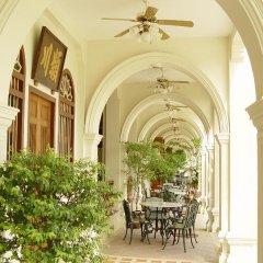 Отель The Old Phuket - Karon Beach Resort интерьер отеля фото 3