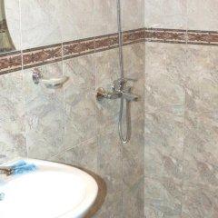 Отель Hoteli Smolyan Hotel Ribkata Болгария, Смолян - отзывы, цены и фото номеров - забронировать отель Hoteli Smolyan Hotel Ribkata онлайн ванная