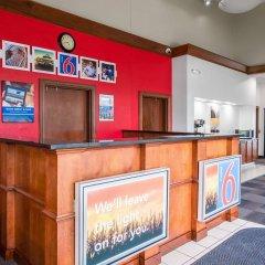 Отель Motel 6 Columbus OSU США, Колумбус - отзывы, цены и фото номеров - забронировать отель Motel 6 Columbus OSU онлайн интерьер отеля фото 2