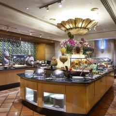 Отель Corus Hotel Kuala Lumpur Малайзия, Куала-Лумпур - 1 отзыв об отеле, цены и фото номеров - забронировать отель Corus Hotel Kuala Lumpur онлайн питание фото 3