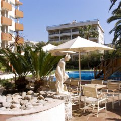Monica Hotel бассейн