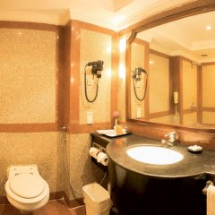 Отель The Everest Kathmandu ванная