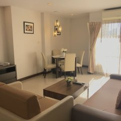 Отель 14 Place Sukhumvit Suites Бангкок комната для гостей