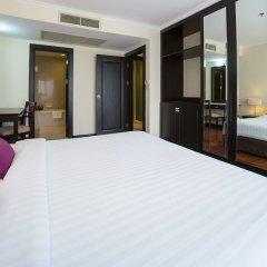 Отель Bandara Suites Silom Bangkok сейф в номере