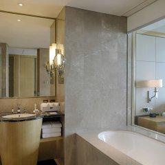 Отель DoubleTree by Hilton Hotel Xiamen - Wuyuan Bay Китай, Сямынь - отзывы, цены и фото номеров - забронировать отель DoubleTree by Hilton Hotel Xiamen - Wuyuan Bay онлайн ванная фото 2
