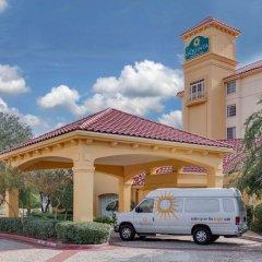 Отель La Quinta Inn & Suites Dallas North Central городской автобус