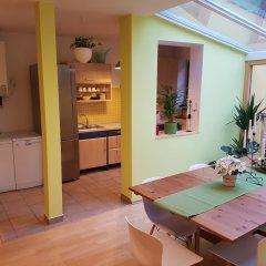 Апартаменты Spacious two storey apartment in Karlin в номере