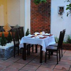 Отель Flower Garden Homestay Хойан питание