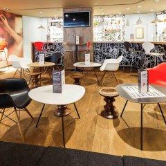Отель ibis Brussels City Centre Бельгия, Брюссель - 2 отзыва об отеле, цены и фото номеров - забронировать отель ibis Brussels City Centre онлайн интерьер отеля фото 3