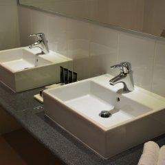 Отель New Brookfields Hotel Сьерра-Леоне, Фритаун - отзывы, цены и фото номеров - забронировать отель New Brookfields Hotel онлайн ванная фото 2