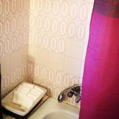 Отель V Dinastia Lisbon Guesthouse Португалия, Лиссабон - 1 отзыв об отеле, цены и фото номеров - забронировать отель V Dinastia Lisbon Guesthouse онлайн ванная фото 2