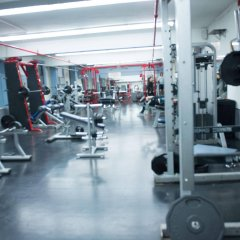 Отель Green Point YMCA фитнесс-зал