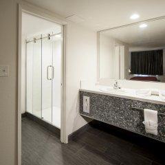 Thunderbird Hotel ванная