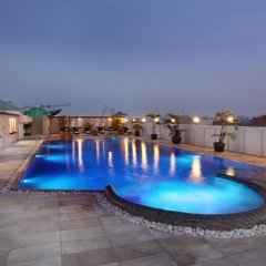 Отель Amari Nova Suites бассейн