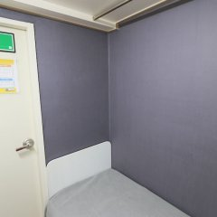 Отель The Simple House сейф в номере