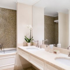 Отель Mandola Rosa, Grecotel Exclusive Resort Греция, Андравида-Киллини - 1 отзыв об отеле, цены и фото номеров - забронировать отель Mandola Rosa, Grecotel Exclusive Resort онлайн ванная фото 2