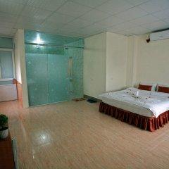 Avi Airport Hotel бассейн