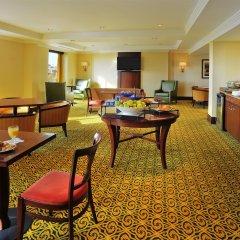Отель Sheraton Toronto Airport Hotel & Conference Centre Канада, Торонто - отзывы, цены и фото номеров - забронировать отель Sheraton Toronto Airport Hotel & Conference Centre онлайн питание фото 3