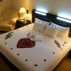 Отель Howard Johnson Plaza Las Torres Гвадалахара комната для гостей фото 3