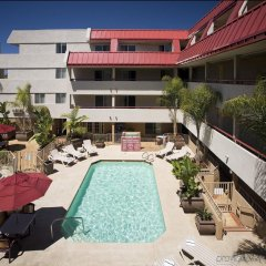 Отель Sommerset Suites бассейн