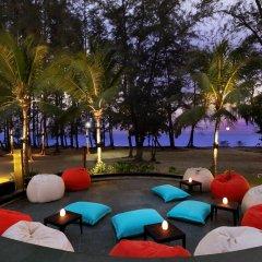 Отель Holiday Inn Resort Phuket Mai Khao Beach пляж Май Кхао гостиничный бар