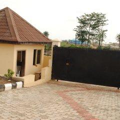 Отель Mikagn Hotel And Suites Нигерия, Ибадан - отзывы, цены и фото номеров - забронировать отель Mikagn Hotel And Suites онлайн парковка
