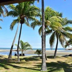Отель Club Fiji Resort пляж