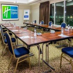 Отель Holiday Inn Express Dubai Airport ОАЭ, Дубай - - забронировать отель Holiday Inn Express Dubai Airport, цены и фото номеров помещение для мероприятий