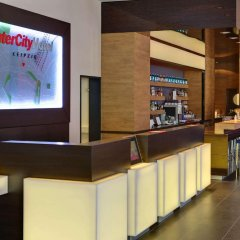 Отель InterCityHotel Leipzig Германия, Лейпциг - 1 отзыв об отеле, цены и фото номеров - забронировать отель InterCityHotel Leipzig онлайн гостиничный бар