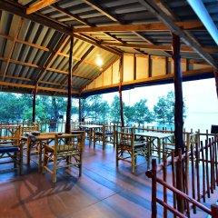 Отель Chomlay Room & Restaurant Старая часть Ланты питание