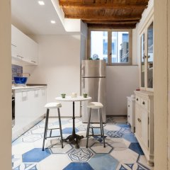 Отель Short-let Florence Charming Suite Флоренция в номере фото 2