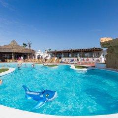 Отель Sands Beach Resort бассейн