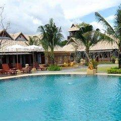 Отель Chalong Villa Resort and Spa бассейн фото 3