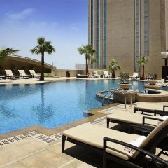 Отель Sofitel Abu Dhabi Corniche ОАЭ, Абу-Даби - 1 отзыв об отеле, цены и фото номеров - забронировать отель Sofitel Abu Dhabi Corniche онлайн бассейн