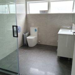 Отель Uenuku Lodge - Hostel Новая Зеландия, Окленд - отзывы, цены и фото номеров - забронировать отель Uenuku Lodge - Hostel онлайн ванная