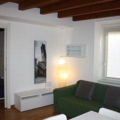 Апартаменты Apartment via Maironi da Ponte Бергамо комната для гостей фото 2