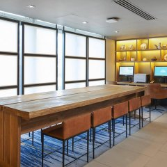 Отель DoubleTree By Hilton London Excel интерьер отеля фото 3